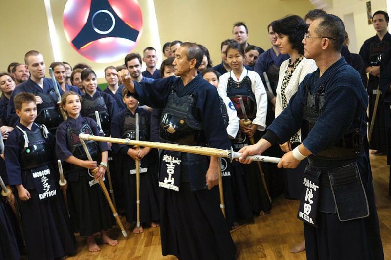 Семинар по кендо под руководством сэнсэев из Японии в Подольске Семинар по кендо под руководством Yoshiyama-Sensei (7 Dan kyoshi) и Yoshida-Sensei (7 Dan kyoshi) в Подольске